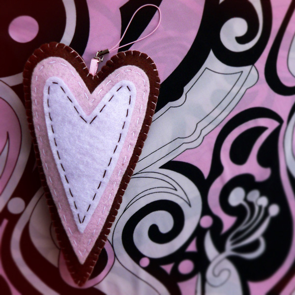 подвеска сердце-пряник тильда из фетра