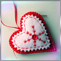 Игрушка Подвеска Сердце (из фетра)