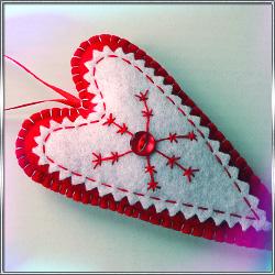 Подвеска Брелок Сердце Тильда (из фетра)